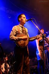 Les Royal Pickles (Maxime Poulin) Tags: indoor men music musicinstrument scene blue retro people