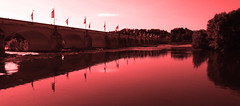 Red river (François Tomasi) Tags: loire red rouge françoistomasi villedetours indreetloire yahoo google flickr touraine reflex nikon fleuve voyage travel pointdevue pointofview pov france europe couleurs couleur colors color lumières lumière lights light reflection pont bridge mai 2017