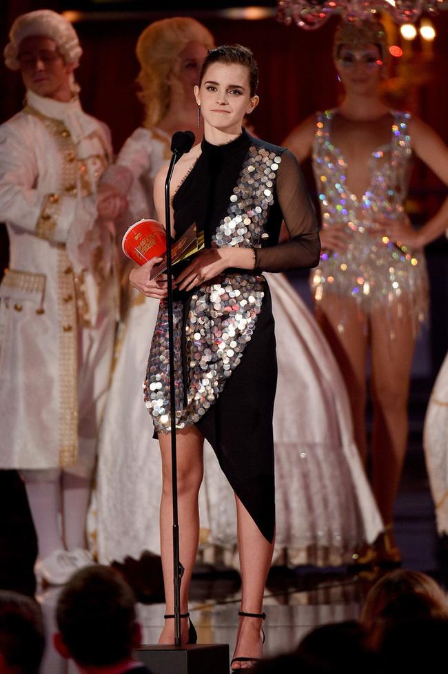 Thảm đỏ MTV Movie & TV Awards: Cara khoe đầu trọc, các sao tạo dáng khó khăn vì mưa đá - Ảnh 20.
