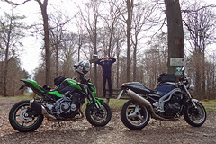 Hooligans of different decades (Rob de Hero) Tags: triumph kawasaki speed triple speedtriple 955i z900 t509 z 900 kawa motorrad bike motorcycle tour road nakedbike brit british greatbritain motorradtour me ontheroad motorräder motorcycletrip motorbike hooligans