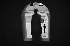 The Louvre, 2015 (Scott O. Smith) Tags: thelouvre paris france blackandwhite streetphotography people leicam240 leica summicron
