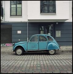 Citroen 2CVL Special (Konrad Winkler) Tags: berlin strase oldtimer auto citroen kreuzberg mittelformat 6x6 hasselblad503cx fujipro160ns epsonv800