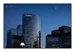 L'abat-jour (Rémi Marchand) Tags: architecture la défense puteaux nuit bleue canon 5d mark iii paysage urbain cityscape