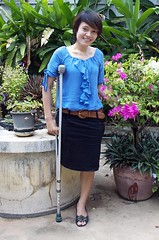 amp-1361 (vsmrn) Tags: amputee woman crutches onelegged
