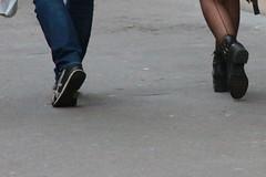 A deux pas... de là... (Pi-F) Tags: pas homme femme couple jambe pieds chaussure bas rue trottoir marche paris pieton closeup people histoire sentiment