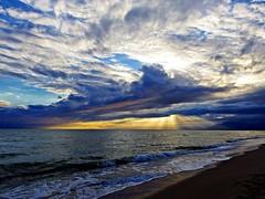 Los rayos del sol (Antonio Chacon) Tags: andalucia atardecer marbella málaga mar mediterráneo costadelsol cielo españa spain sunset sol nubes nature naturaleza paisaje agua orilla