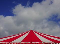 BIRTHdaY. (Warmoezenier) Tags: birthday blauw clouds colours feesttent koningsdag lucht nederland rood verjaardag wit yerseke zeeland cumpleanos fiesta blanco azul bochorno party fest festa celebracao kalas barak