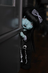 Peekaboo! (Mientsje) Tags: humpty dumpy circus nefer kane bjd ball jointed doll blue green yosd artist cute goth gothic