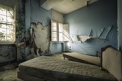 Cicatrices ... (ElfeMarie) Tags: château castel manoir manor chambre bedroom lit bed abandonné abandoned maisonderetraite decay désaffecte derelict décrepit lost forgotten oublié urbex bleu blue