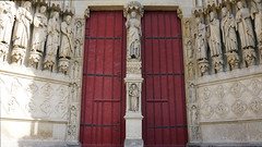 Amiens Cathedral, Trumeau with Beau Dieu and Solomon between jamb figures