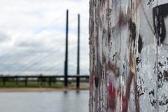 Fokussierung (Tafule79) Tags: düsseldorf rhein medienhafen fokus grafitti kunst pringt brücke