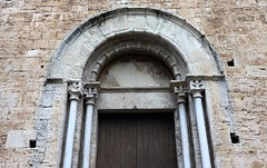 Empordà_1376 (Joanbrebo) Tags: santvicençdebesalú puerta porta door besalú girona garrotxa esglèsia iglesia church romanico canoneos80d eosd autofocus efs1018mmf4556isstm