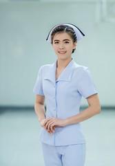 Anglų lietuvių žodynas. Žodis nurse reiškia 1. n auklė; slaugytoja; trained nursemedicinos sesuo; wet nurse žindyvė;2. v 1) slaugyti; 2) prižiūrėti (vaiką); 3) puoselėti lietuviškai.