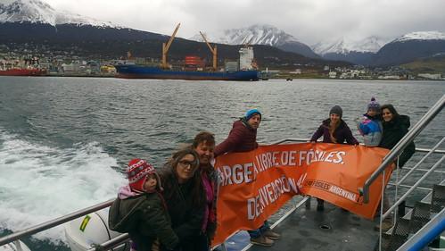 Ushuaia - May 14, 2017 - Cero Fósiles banner opened en un barco