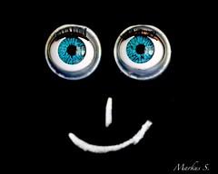 "Macro Mondays ""Eye (s)"" (Max pics3) Tags: makro macro macromondays nahaufnahme canoneos6d canon closeshot closeup eos6d eos digital tamron schwarzerhintergrund schärfentiefe eye eyes indoor black white augen mm hmm fun smile"