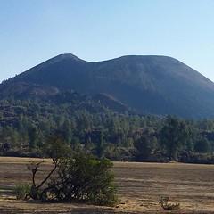 El Paricutín (en purépecha Parhíkutini 'lugar al otro lado'),es un volcán situado en el estado de Michoacán, México entre el ex-poblado de San Juan Parangaricutiro (actualmente Nuevo San Juan Parangaricutiro) y el poblado Angahuan. Es el volcán más joven