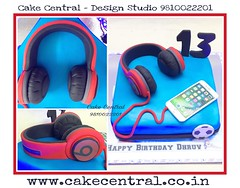Headphone  Cake #headphone #cake #newdelhi #gurgaon #noida #musiclover #beats #bose #designer #cake  #designercake #delhi #fondant #themed #kidscake (Cake Central-Design Studio) Tags: firstbrthday designercake delhi fondant themed kidscake