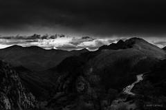 Lost (AvideCai) Tags: avidecai paisaje montaña tamron2470 bn blancoynegro nubes cielo