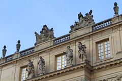 IMG_2772 (valentinperrier) Tags: versailles chateaudeversailles chateau facade statue