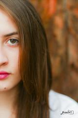 We are middles. (Drolean22) Tags: girl menina garota eyes olhos verdes loira beleza bonita proibido fuck foda se rosto mão hand sesson ensaio
