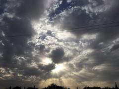 Cache cache (karine_avec_1_k) Tags: ciel sky nuages cloud soleil sun
