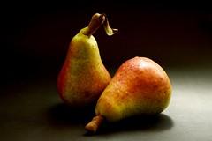 2 PERAS (valorphoto.1) Tags: selecciónvp composición peras stilllife frutas photodgv