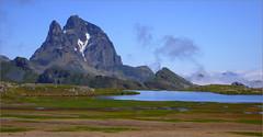 Pirineos. Midi d´Ossau (roberrodriguez1) Tags: pirineos rocas montaña verde pyrenees mountains rocks green lake water midi d´ossau landscape ngc