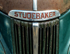 Studebaker (J Wells S) Tags: studebaker hoodornament logo emblem grill rust rusty crusty 2013pumpkinrunnationals clermontcountyfairgrounds owensville ohio 1947studebakerpickuptruck alltypesoftransport