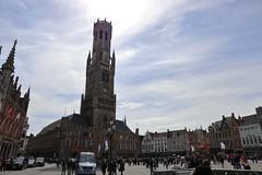 Campanario de Brujas (anvaliri) Tags: brujas bruges brugges bélgica belgium ciudad city calle street canon 1585 fachada facade campanario plaza square