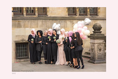 Hochzeit (rafischatz... www.rafischatz-photography.de) Tags: germany bremen city street wedding bridesmaid women balloons pentax
