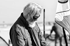 Visage du Festival des Cerfs volants - Barbe blanche (Paolo Pizzimenti) Tags: visage portrait cerfs cervia festival italie paolo olympus zuiko omdem1mkii 75mm f18 film pellicule argentique mirrorless m43 dosineau