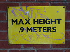 2.9 feats (stevenbrandist) Tags: sign yellow notice height metres
