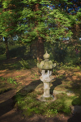 Stenen lantaarn (sylvia@flikkert) Tags: stenenlantaarn stonelantern japansetuin japanesegarden clingendael denhaag thehague nederland thenetherlands bokehpanorama