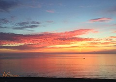 Cuando el mar se vuelve rosa... (AGirau ...) Tags: agirauflicker flicker agirau nubes mediterraneo barcapesca barca amanecerenrosa amanecer mar