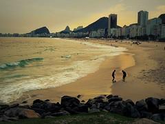 Entardecer na Praia do Leme... MCris (MCrissssss) Tags: areia mar entardecer nuances natureza playa beach praia
