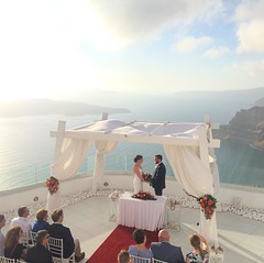 Can you imagine a better background for your destination #wedding in #greece? #Santorini island is the top choice for couples coming from abroad. #weddingplanning by www.weddingingreece.com #weddingingreece #santoriniwedding #weddingplanner #weddingvenue