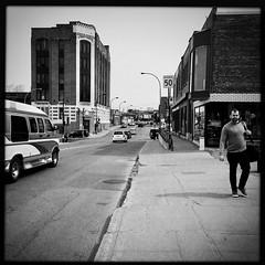 Suis-je sur la photo ou pas ?... (woltarise) Tags: vanhorne avenue montréal outremont building passant streetwise