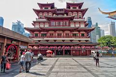 outside the temple (diwan) Tags: asia southeastasia republicofsingapore republiksingapur 新加坡共和国 சிங்கப்பூர்குடியரசு islandcountry citystate stadtstaat singapur city chinatowndistrict tempel temple buddhismus buddhism buddhatoothrelictempleandmuseum google nikcollection plugins colorefexpro4 canoneos650d canon eos 2015 geotagged geo:lon=103843822 geo:lat=1281694
