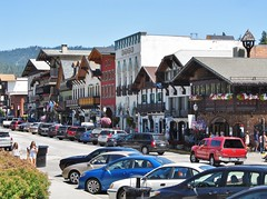 Leavenworth, Washington (Jasperdo) Tags: leavenworth washington roadtrip smalltown touristtown bavarianvillage road street