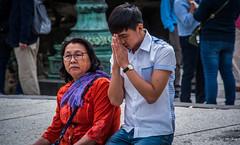 2017 - Yokohama  - Hase - Great Buddha of Kamakura - 6 of 6 (Ted's photos - For Me & You) Tags: japan nikon nikond750 nikonfx tedmcgrath tedsphotos vignetting yokohama 鎌倉市 greatbuddhaofkamakura 2017 cr people two couple pair red redrule wristwatch scarf denim denimjeans praying kneeling