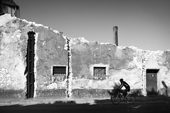 Strade di periferia | Suburban streets 2/2 (Roberto Spagnoli) Tags: people periphery fabbrica factory bicycle cyclist cycling bicicletta fotografiadistrada streetphotography biancoenero blackandwhite monocromo shadow verona italia sport explore