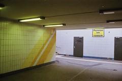 Bahnhof Grünbergallee, Berlin, BE (Jickatrap) Tags: pentaxmz50 pentax 35mm 写真フィルム analog film filmphotography フィルム fujisuperia superia200 内部 estación 郊外 suburbia フィルム写真 newtopographics urbanlandscape photographersontumblr フィルムカメラ berlin ドイツ 黄色