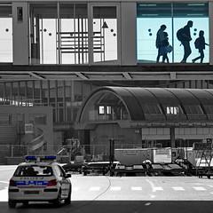 Paris CDG, Terminal 2D (pom.angers) Tags: panasonicdmctz30 europeanunion april 2017 airport pariscdg parischarlesdegaulle roissy parisroissy terminal2d roissyenfrance 93 seinesaintdenis iledefrance paris france police people 100 150 200 5000