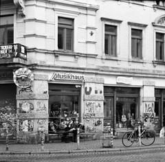 Dresden: Innere Neustadt (franz_brocchi) Tags: bw blackwhite moscow5 ilfordhp5 adonal homedevelopment analog film dresden sachsen saxony germany street wwwmscfotoit analogicait