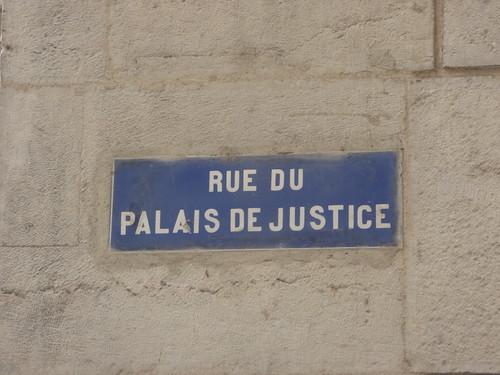 Palais de justice historique de Lyon - Quai Romain Rolland, Lyon - road sign - Rue du Palais de Justice