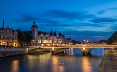 La Conciergerie (Fulcran de Cassagne) Tags: paris france seine conciergerie blue hour heure bleue canon eos 5d iv