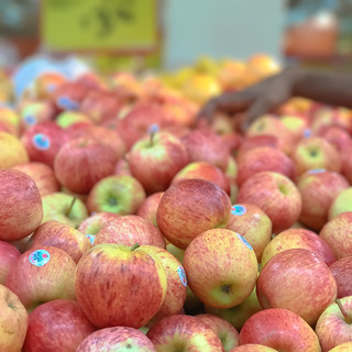 apples by apple