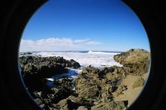 Mar de invierno (● diario de viaje ●) Tags: lomo lomofisheye film 35mm 100asa rollo pelicula fisheye ojodepez lomography lomografia filmnotdead mar oceano playa uruguay rocha lapedrera atlantico toycam diariodeviaje fotografiadeviaje