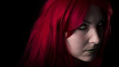 Poison (le Rat et l'Ours) Tags: france redheads poison ivy character portrait lowkey dark black red green eyes rousses personnages ombre noir rouge vert yeux