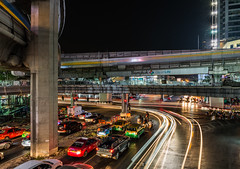 Bangkok, City of Life (LBS Photography) Tags: bangkok langesluitertijd lighttrails lightsporen longexposure nachtfotografie nightphotography thailand thailand2017 siam bts skytrain 2017 cityscape night evening taxi traffic busytraffic